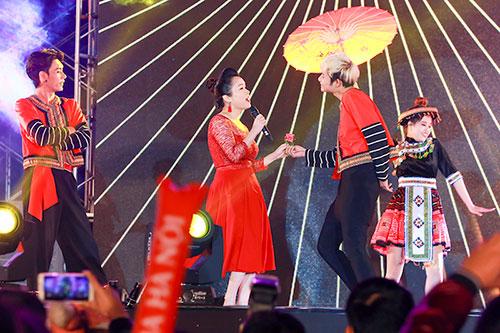 "luu huong giang toa sang tai nhac hoi ""countdown 2016"" - 13"