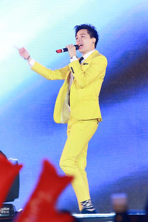 "luu huong giang toa sang tai nhac hoi ""countdown 2016"" - 2"