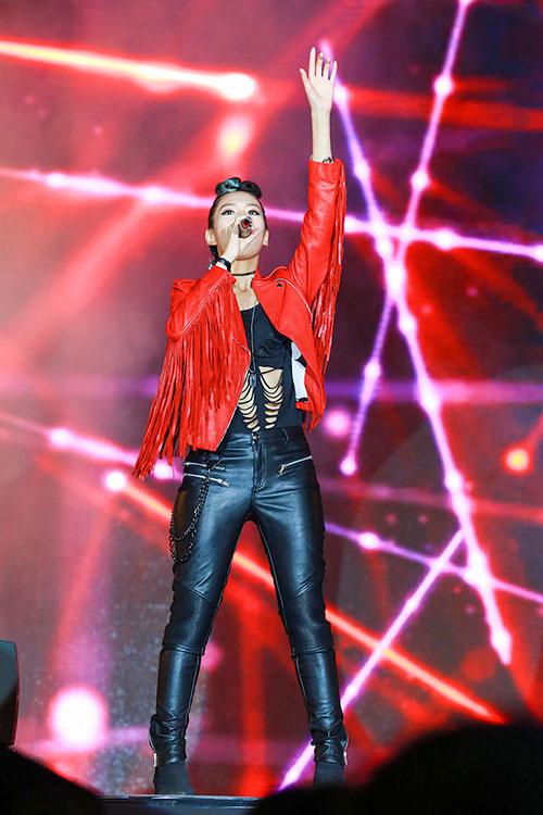 "luu huong giang toa sang tai nhac hoi ""countdown 2016"" - 4"