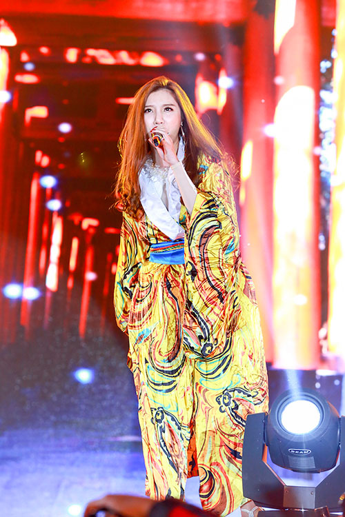 "luu huong giang toa sang tai nhac hoi ""countdown 2016"" - 9"