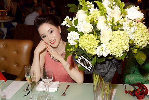 a hau thai nhu ngoc hanh phuc don sinh nhat tren dat my - 8