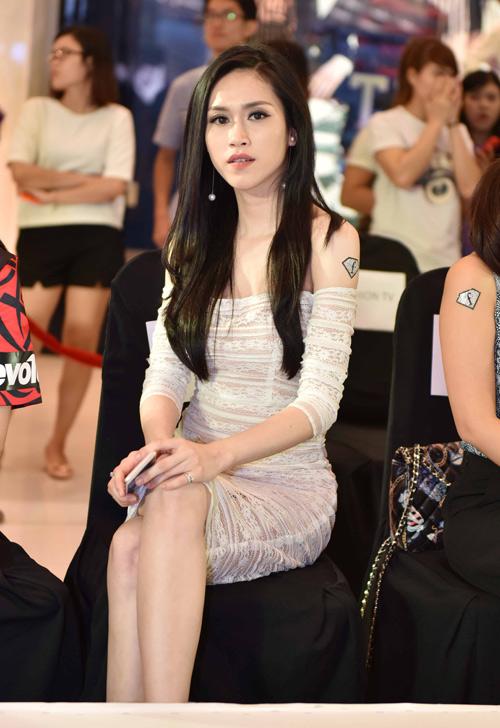 hoa hau dong nam a thu vu khoe dang dong ho cat - 5