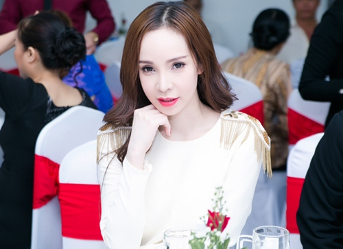 hoa hau pham huong kin dao van hut moi anh nhin - 7