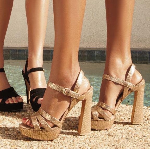 Hà Hồ dẫn đầu xu hướng giày đế loe đình đám thế giới-9