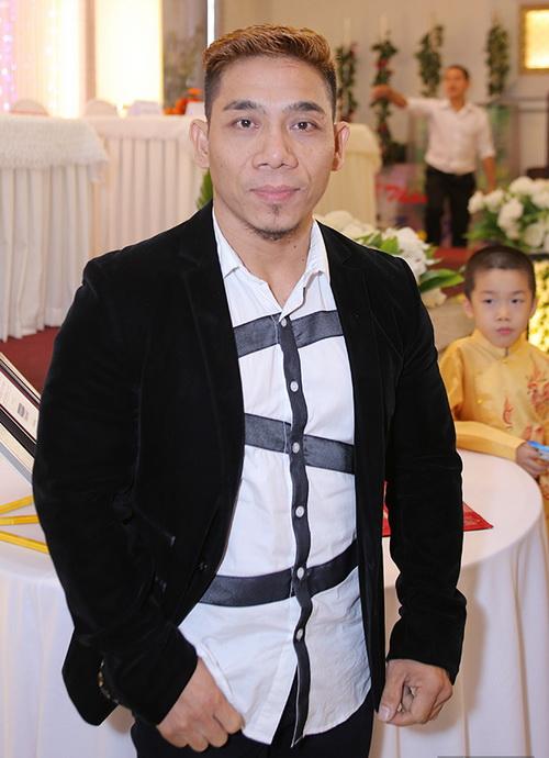 phi thanh van be bung bau lien tuc hon chong - 11