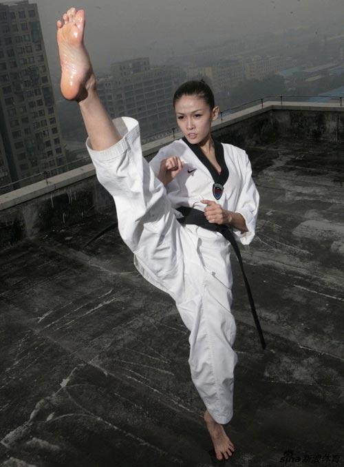 2 kieu nu lang taekwondo khien phai manh say dam - 6