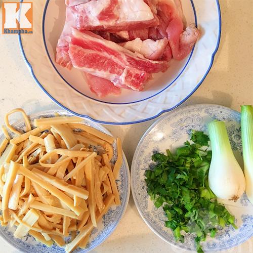 canh mang tuoi suon nong hoi an kem bun - 3