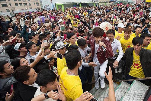 luc luong bao ve met nhoai vi fan cuong ho quang hieu - 5