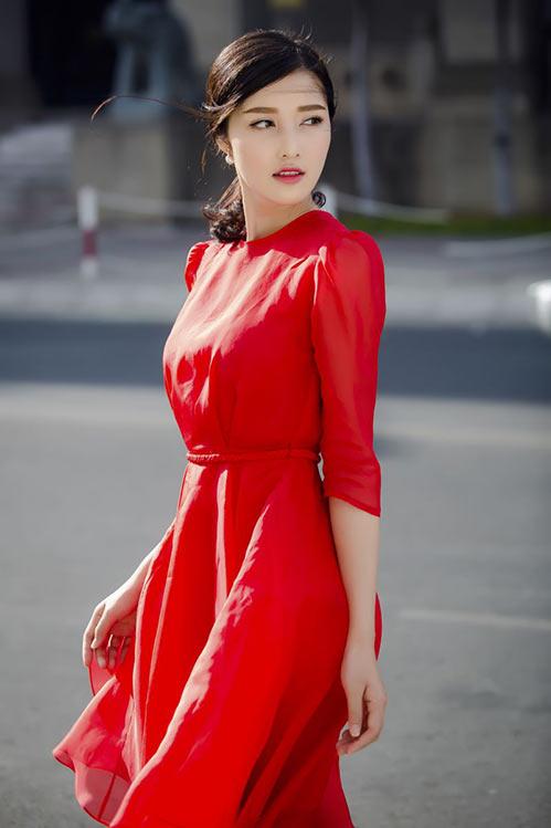 """Ai sẽ kế nhiệm Hà Tăng, là """"ngọc nữ điện ảnh"""