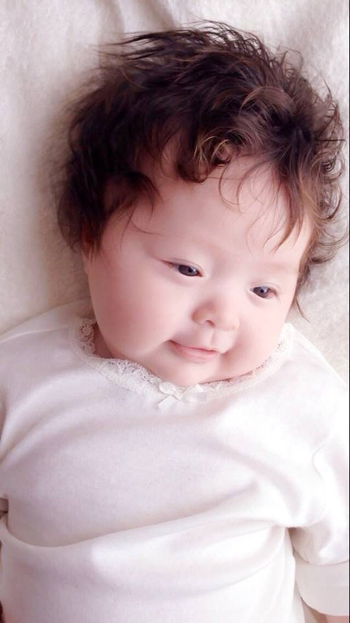 Elly Trần công bố ảnh cận mặt con trai Alfie - 4