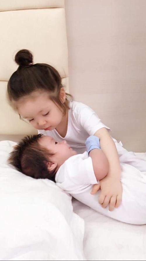 Elly Trần công bố ảnh cận mặt con trai Alfie - 2