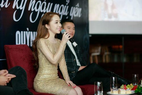 Doãn Tuấn tình cảm hôn Quỳnh Nga trong ngày ra mắt MV-10