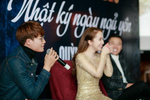 Doãn Tuấn tình cảm hôn Quỳnh Nga trong ngày ra mắt MV-12