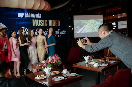 Doãn Tuấn tình cảm hôn Quỳnh Nga trong ngày ra mắt MV-15
