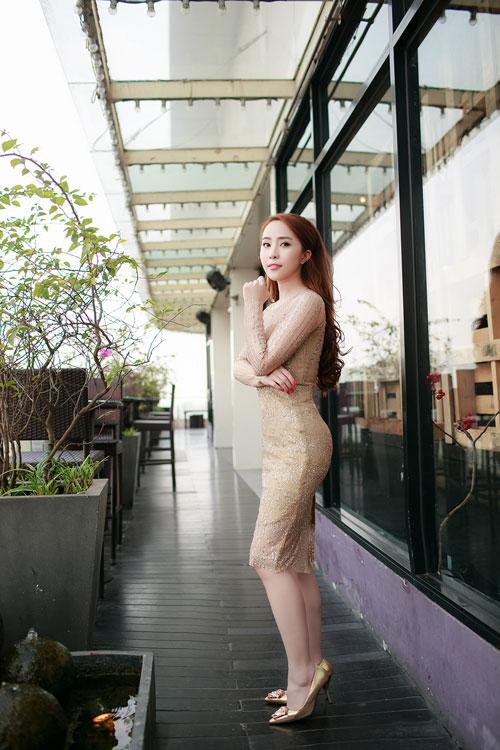 Doãn Tuấn tình cảm hôn Quỳnh Nga trong ngày ra mắt MV-7