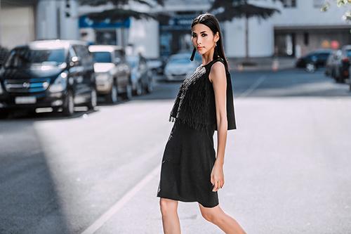 Hoàng Thùy dạo phố với trang phục xuyên thấu-11