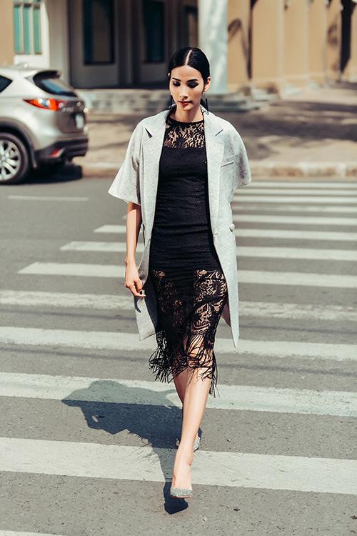 Hoàng Thùy dạo phố với trang phục xuyên thấu-4