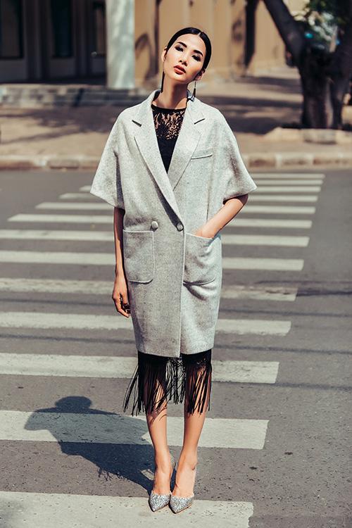 Hoàng Thùy dạo phố với trang phục xuyên thấu-5
