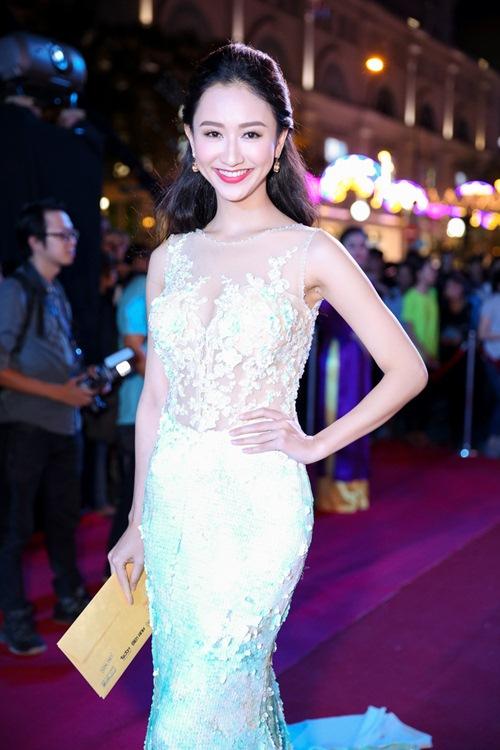 """Á hậu Hà Thu """"đọ"""" váy gợi cảm với Hoa khôi Nam Em-3"""