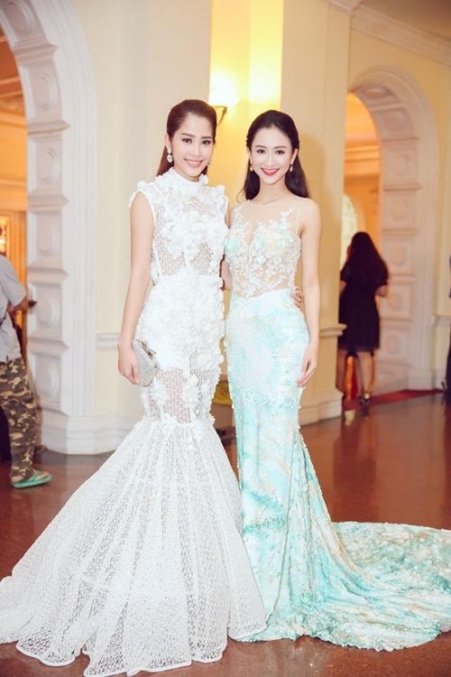 """Á hậu Hà Thu """"đọ"""" váy gợi cảm với Hoa khôi Nam Em-1"""