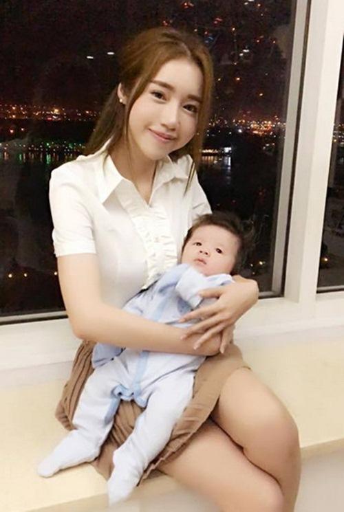 Elly Trần chính thức lên tiếng về việc sinh con trai-1