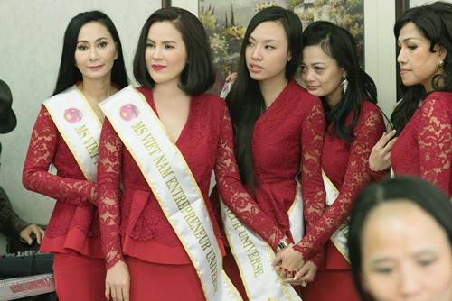 HH Hà Kiều Anh bắt tay vào làm việc sau khi sinh con gái-10