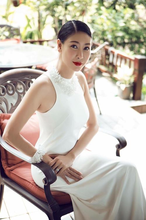 HH Hà Kiều Anh bắt tay vào làm việc sau khi sinh con gái-2