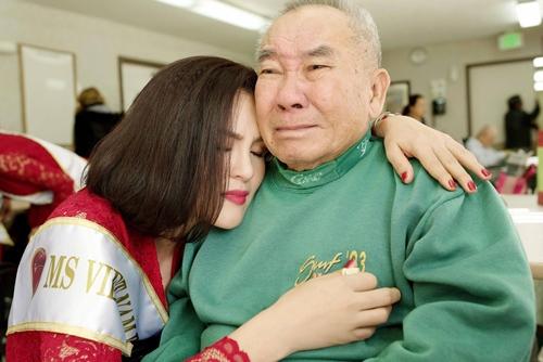 HH Hà Kiều Anh bắt tay vào làm việc sau khi sinh con gái-9