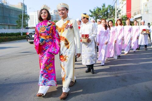 Ông xã Vân Trang đưa dàn siêu xe đi rước dâu-5