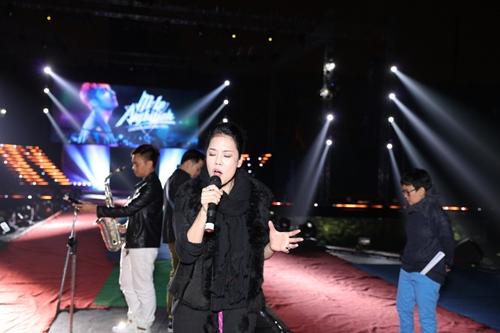 Thu Phương ôm Sơn Tùng M-TP thắm thiết-11