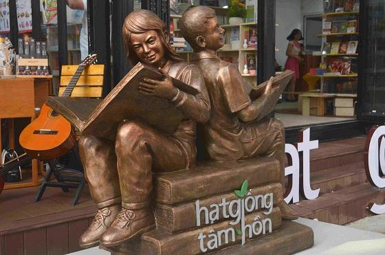 Đường sách đầu tiên Việt Nam được khánh thành-13