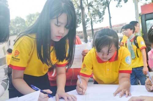 TP.HCM: Sôi nổi chiến dịch Xuân tình nguyện 2016-12