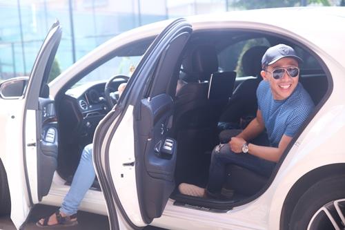 mc tran thanh ngoi xe sang di tong duyet chuong trinh - 1