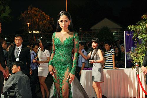 truong thi may, si thanh cung khoe dang goi cam - 2