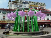 Góc nhìn sự kiện - Ngẫm chuyện công trình hoa trang trí gần Hồ Hoàn Kiếm