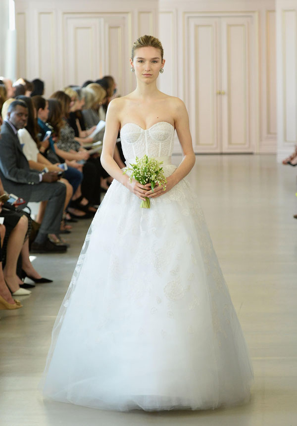 Tiết lộ 10 kiểu váy cưới chàng rể nào cũng mê-7