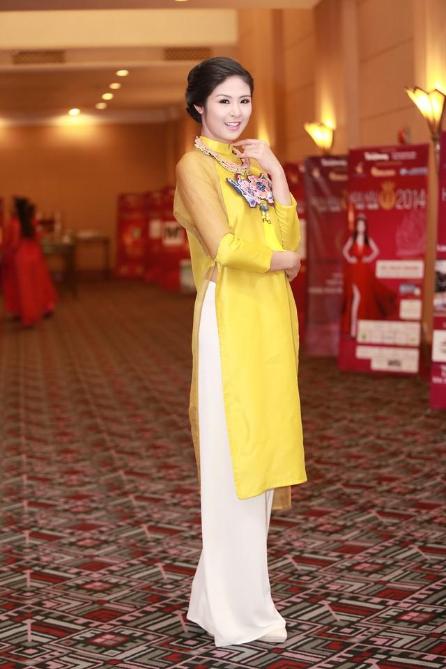 Hoa hậu Ngọc Hân đẹp nhất khi mặc áo dài-3