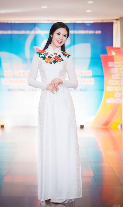Hoa hậu Ngọc Hân đẹp nhất khi mặc áo dài-7