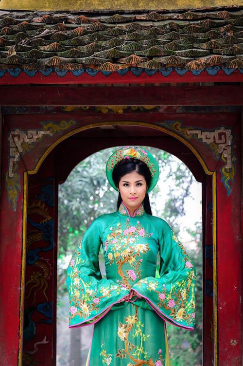 Hoa hậu Ngọc Hân đẹp nhất khi mặc áo dài-8