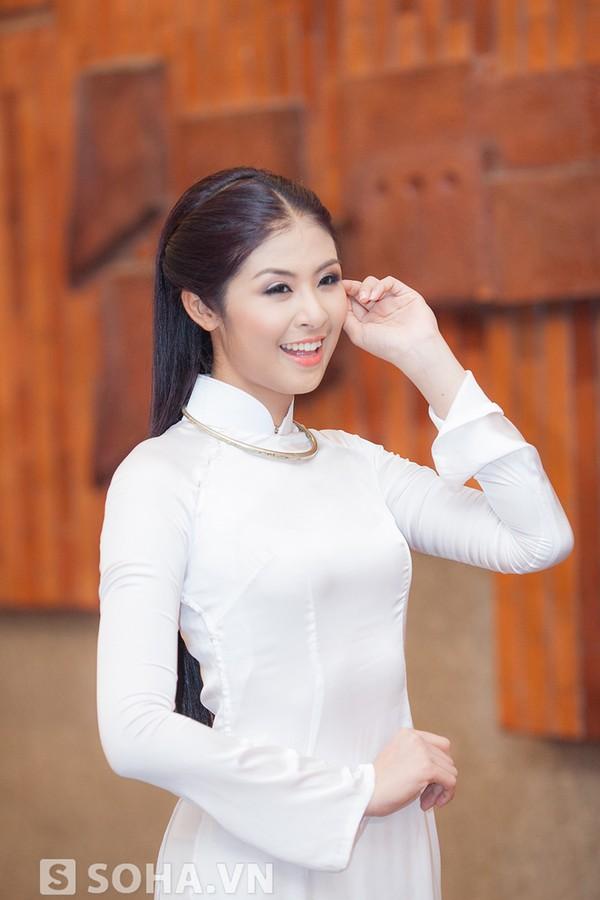 Hoa hậu Ngọc Hân đẹp nhất khi mặc áo dài-4