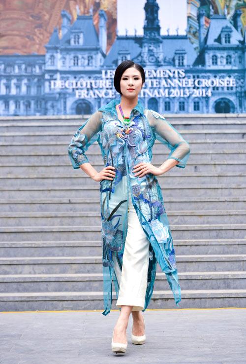 Hoa hậu Ngọc Hân đẹp nhất khi mặc áo dài-10