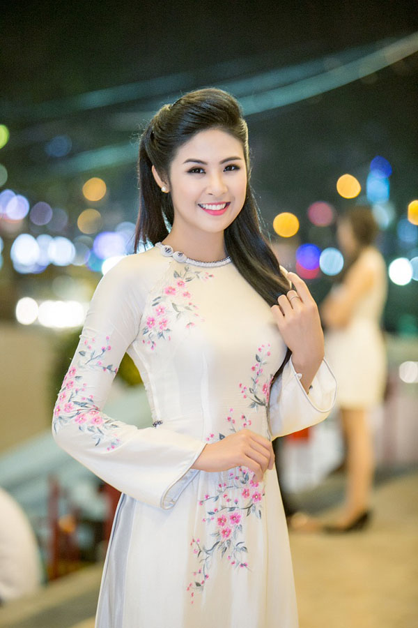 Hoa hậu Ngọc Hân đẹp nhất khi mặc áo dài-12