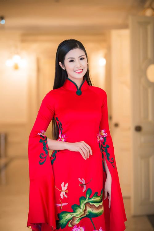 Hoa hậu Ngọc Hân đẹp nhất khi mặc áo dài-9