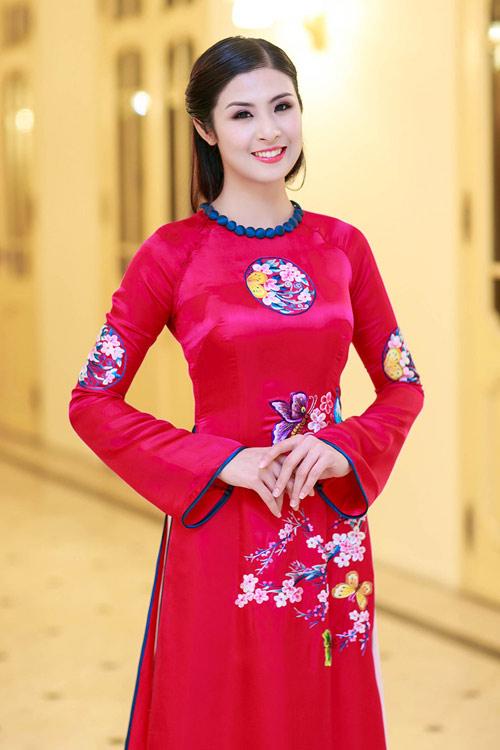 Hoa hậu Ngọc Hân đẹp nhất khi mặc áo dài-2