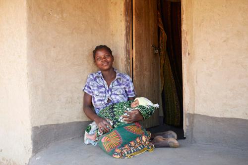 """Bộ ảnh """"Ngày đầu tiên làm mẹ"""" chân thực đến xót xa ở châu Phi-10"""