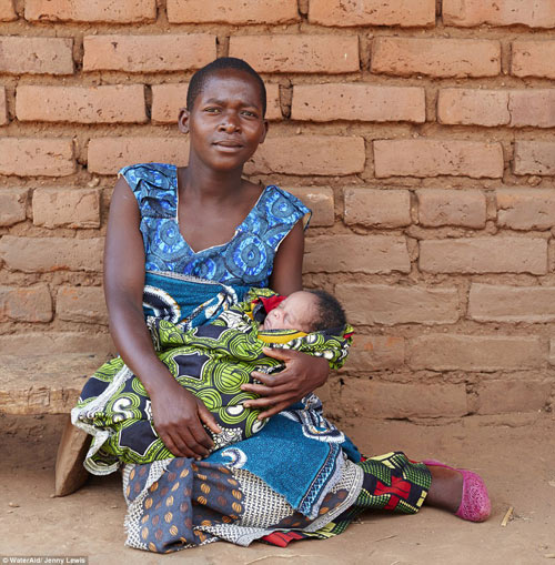 """Bộ ảnh """"Ngày đầu tiên làm mẹ"""" chân thực đến xót xa ở châu Phi-4"""