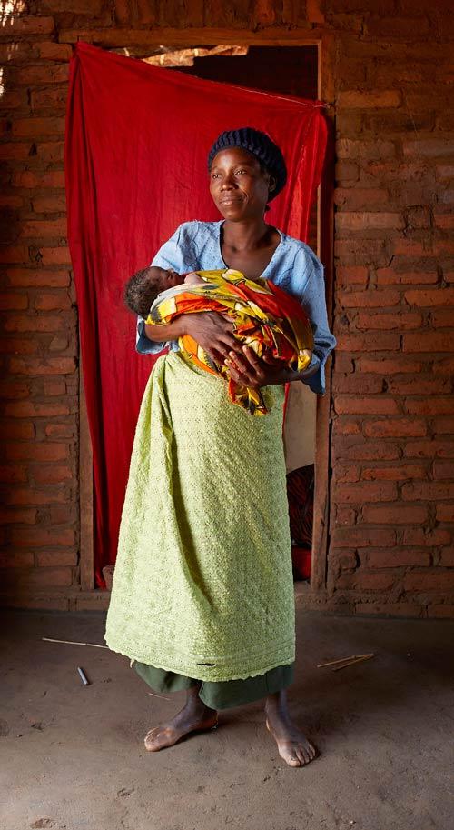 """Bộ ảnh """"Ngày đầu tiên làm mẹ"""" chân thực đến xót xa ở châu Phi-5"""