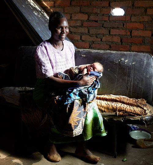 """Bộ ảnh """"Ngày đầu tiên làm mẹ"""" chân thực đến xót xa ở châu Phi-6"""