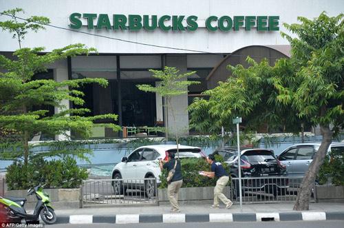 Hiện trường 7 vụ nổ rung chuyển trung tâm thủ đô Indonesia - 12