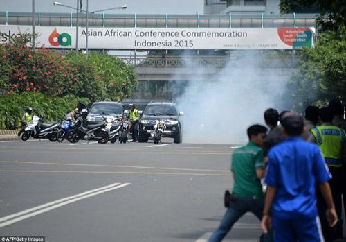 Hiện trường 7 vụ nổ rung chuyển trung tâm thủ đô Indonesia - 13